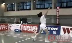 反手击球 反手高远球《学打羽毛球》教学视频 第19集