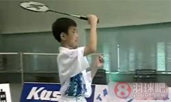 发高远球多球练习《学打羽毛球》教学视频 第5集