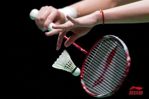 羽毛球双打发球技巧图解