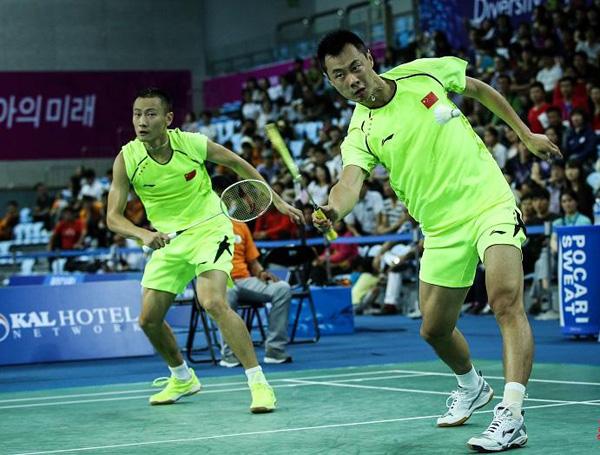 羽毛球双打站位与基本战术