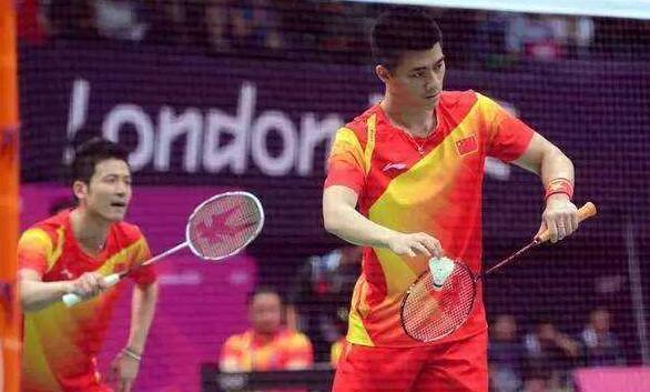 羽毛球双打比赛中五种常用战术